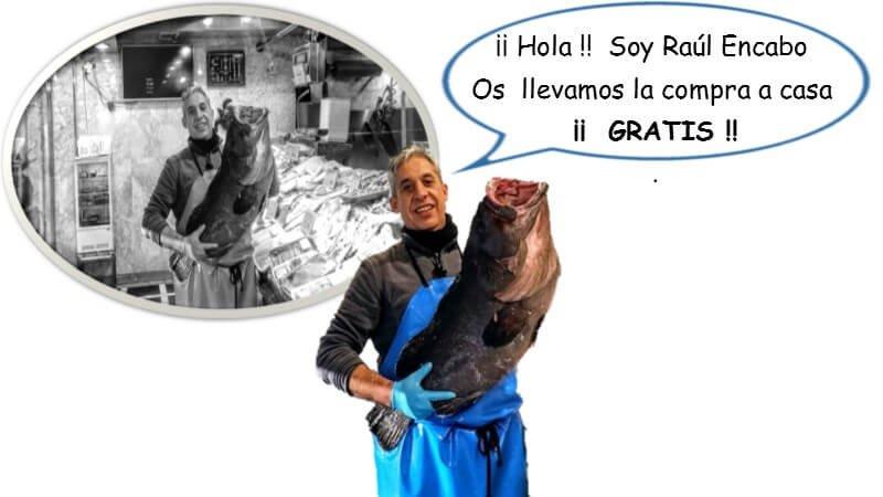 Raul Encabo sujetando un mero con foto antigua II
